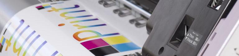 Digitaldruck-Maschine druckt Plakat