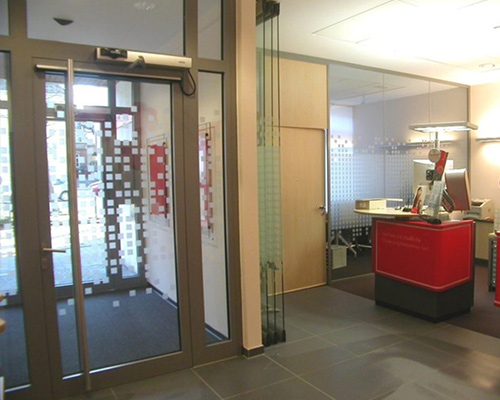 Sichtschutz-Beklebung einer Eingangstür